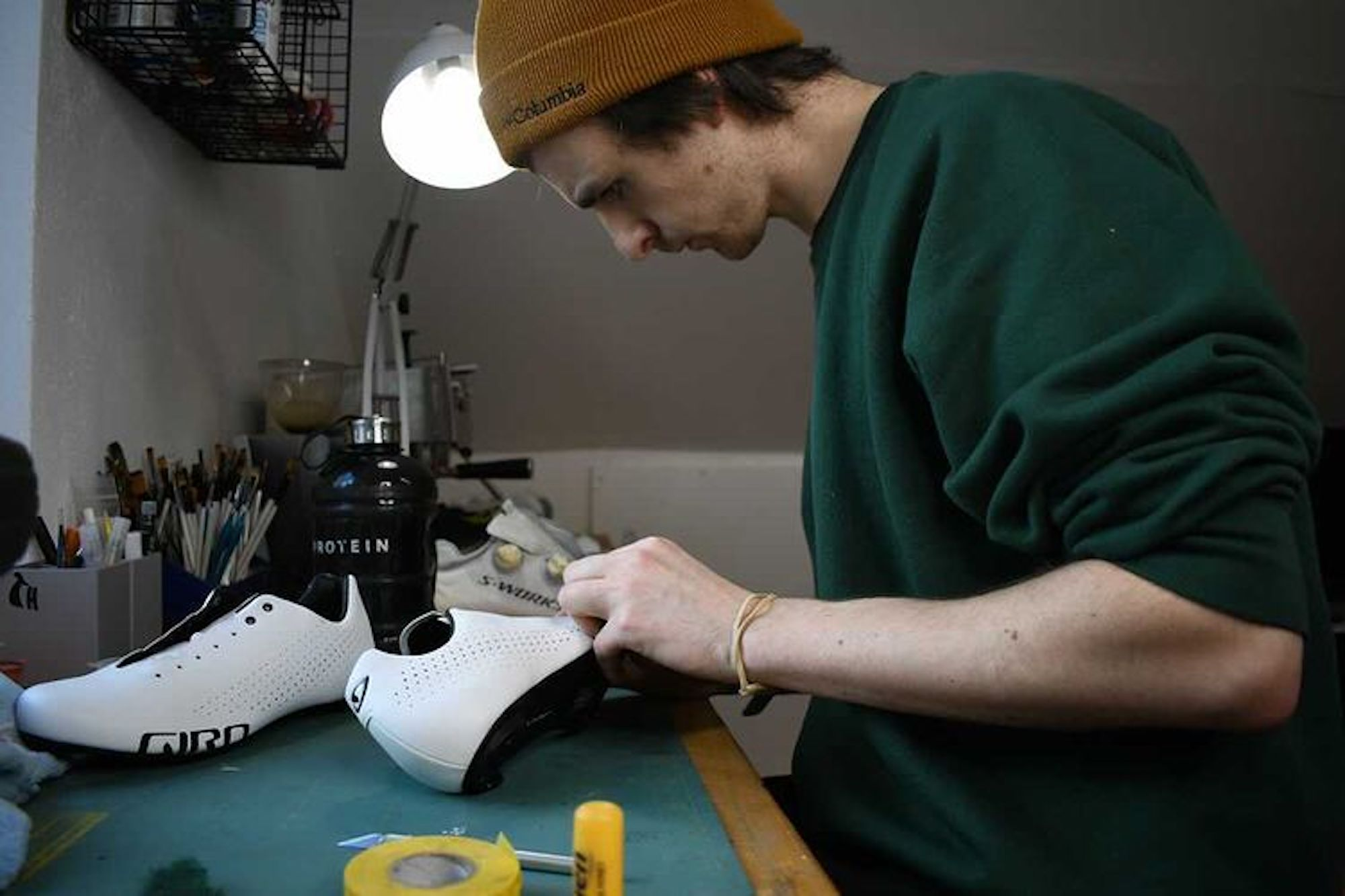 Il designer di scarpe personalizzate riceve una spinta inaspettata dopo che il vincitore del Tour de France Sir Bradley Wiggins indossa il suo kit