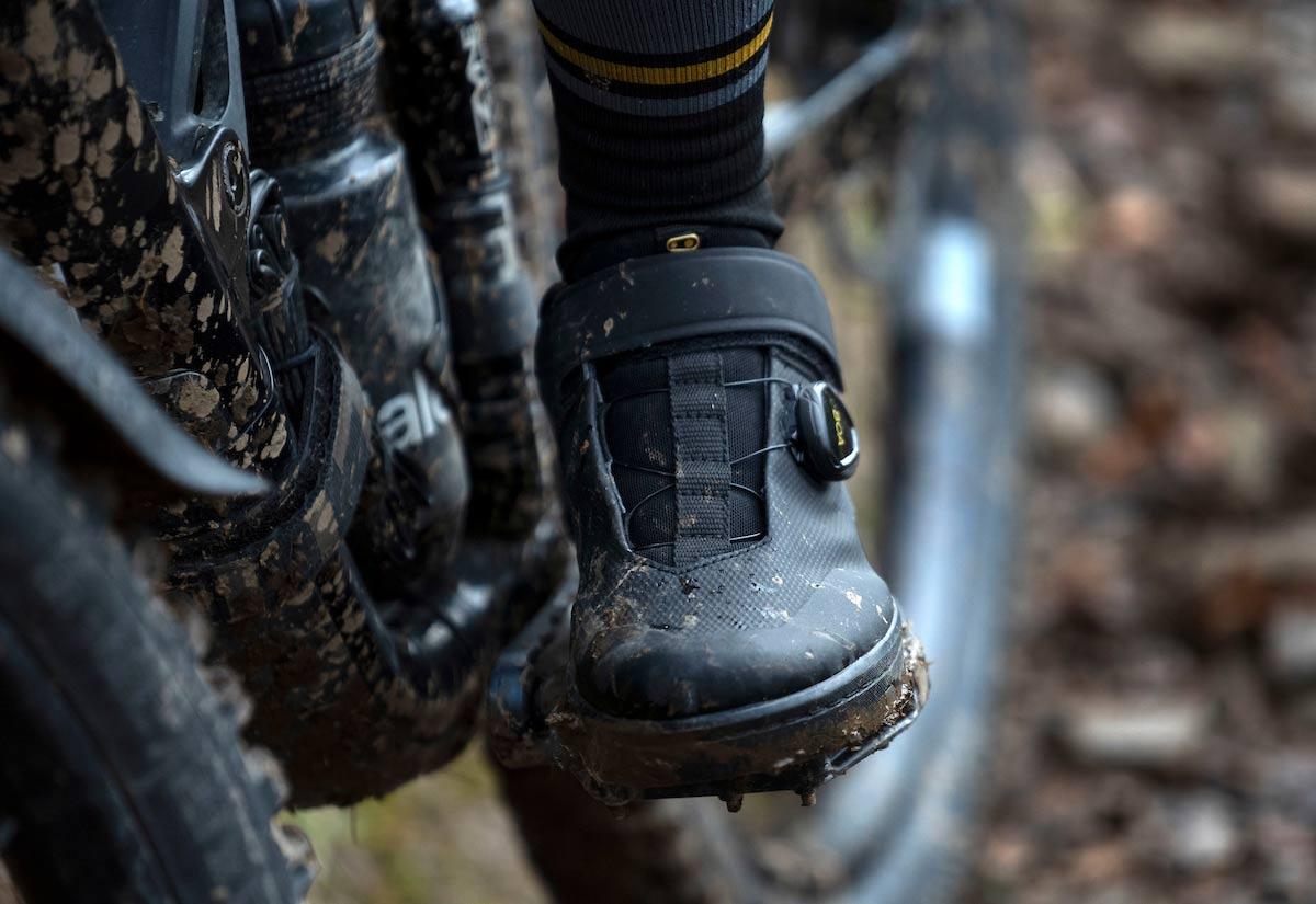 First Ride Review: Crankbrothers Stamp Schuhe für flache Pedale mit ausgefallenem BOA Fit System