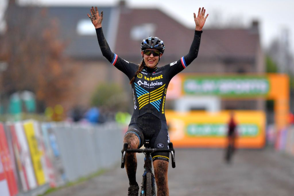 Lucinda Brand wins elite women's Cyclo-cross World Cup in Dendermonde | Cyclingnews