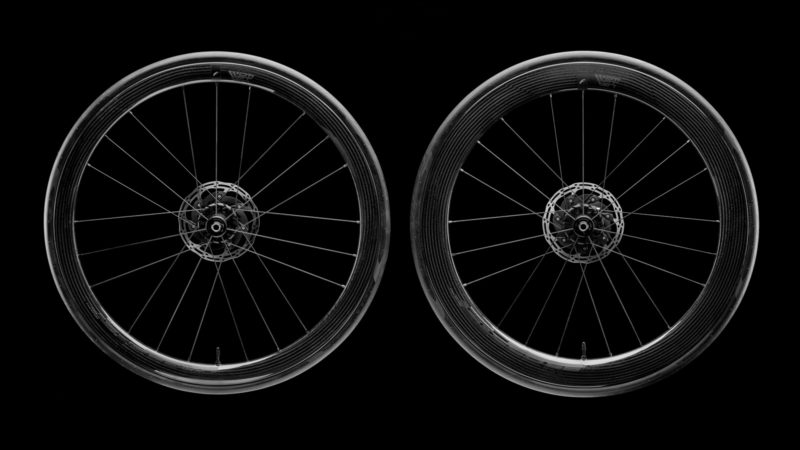 ¿Cuánto más negras podrían ser las nuevas ruedas de Fulcrum?  La respuesta es ninguna más