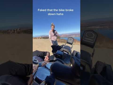 Guy Pretends His Bike Broke Down to Propose to Girlfriend – 1167036