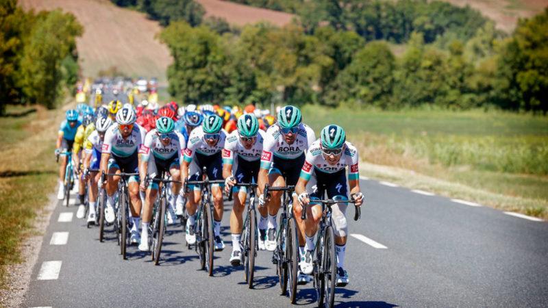 Zeven Bora-Hansgrohe-rijders aangereden door coureur op trainingskamp