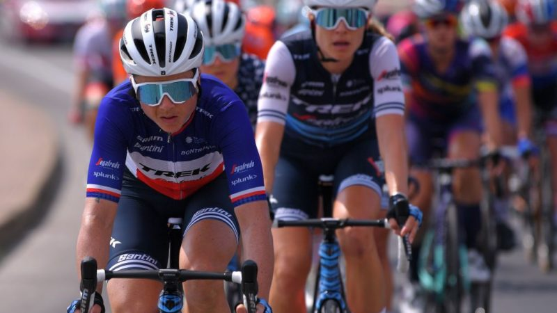 French Federation issues professional licences to top-tier female road cyclists for the first time