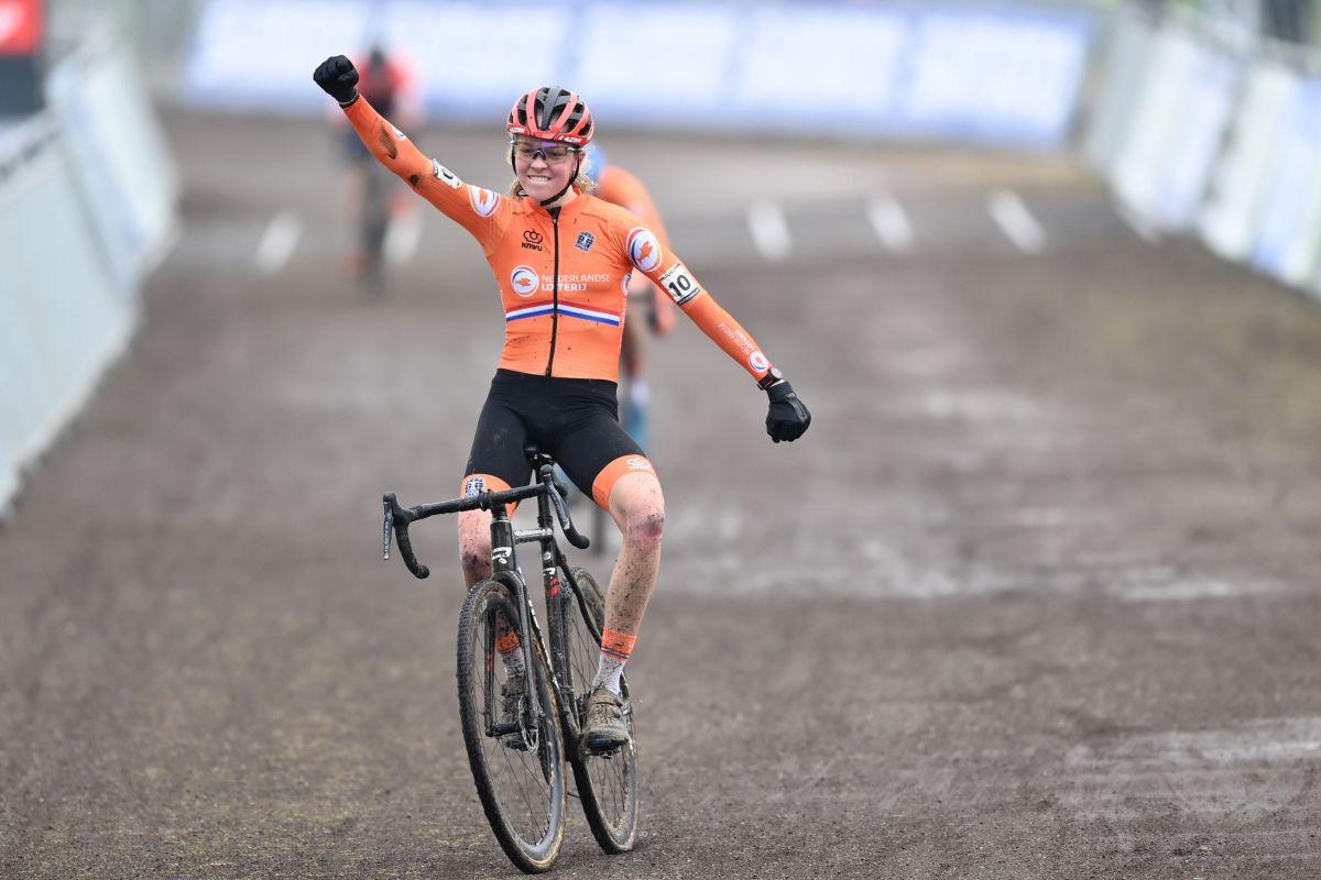 Cyclo-cross World Championships: Van Empel wins U23 women's title
