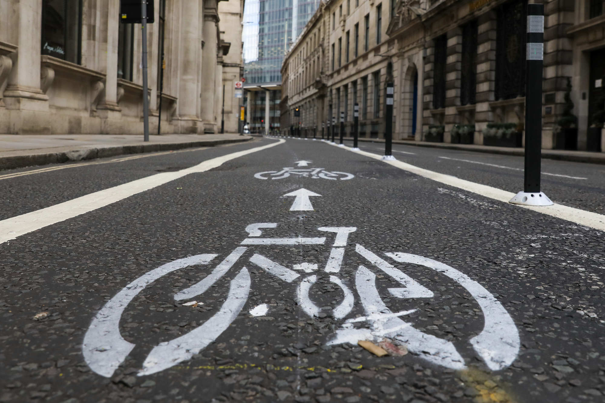 """Piste cyclable qui a """" causé des embouteillages """", bloquée la plupart du temps par des voitures en stationnement"""