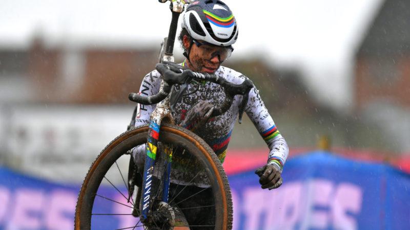 Ceylin del Carmen Alvarado und Mathieu van der Poel gewinnen bei Flandriencross – VeloNews.com