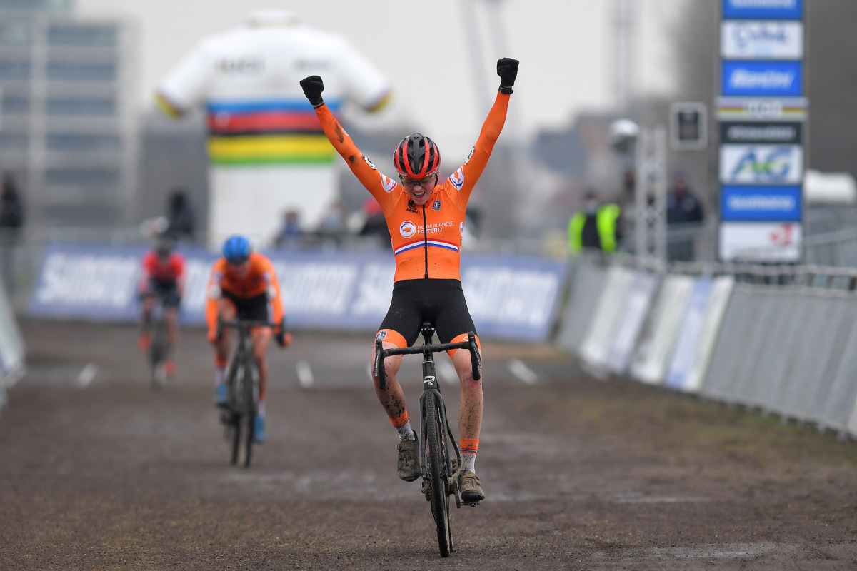 Fem van Empel takes U23 world cyclocross title – VeloNews.com