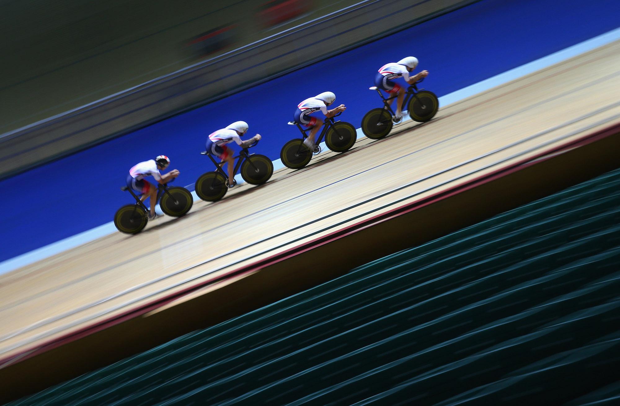 """British Cycling ha detto ai ciclisti di """"non divulgare i dettagli"""" del campo di addestramento di Manchester di 100 persone"""
