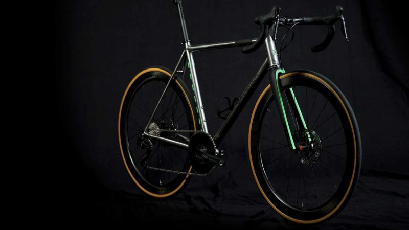 Jaegher Ascender Pure + Classified, una bicicleta todoterreno de acero inoxidable 1x 2x Di2 personalizada para Tom Boonen