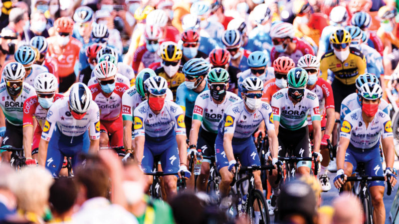 Médico de la UCI cree que los espectadores podrían volver a las carreras este verano – VeloNews.com