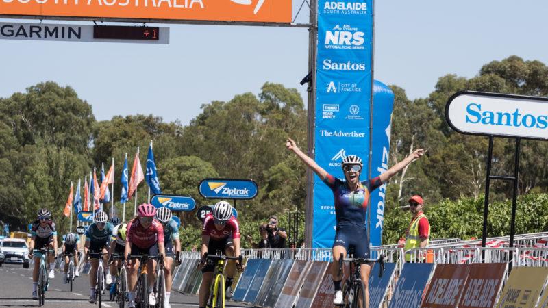 Durbridge y Mullens ganan en la etapa 1 del Festival de Ciclismo de Santos