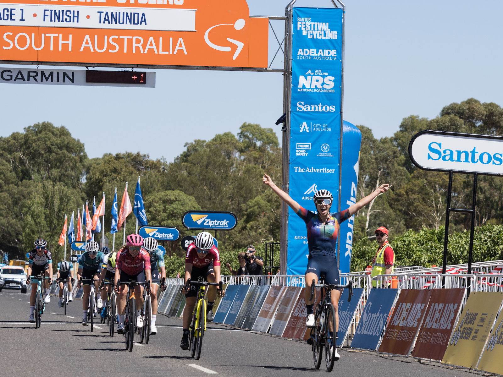 Durbridge and Mullens win on stage 1 of the Santos Festival of Cycling