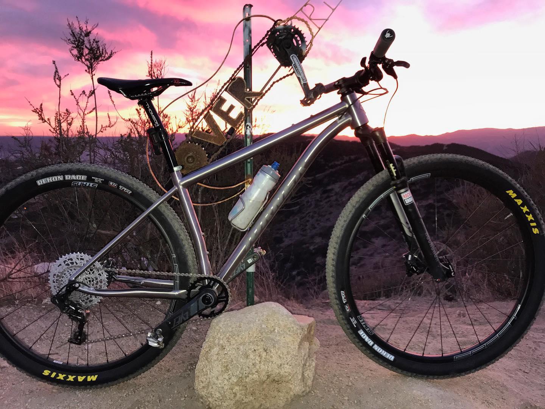 Turner va tutto Ti?  La hardtail Nitrous Titanium aggiunge un'altra bici in metallo alla gamma