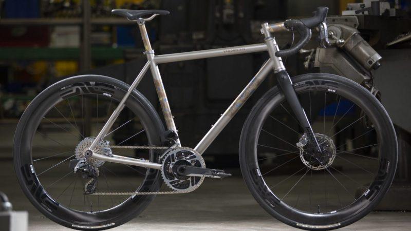 """Moots Vamoots RCS: la marque américaine lance un tout nouveau vélo en titane qui peut faire """" à peu près tout """""""