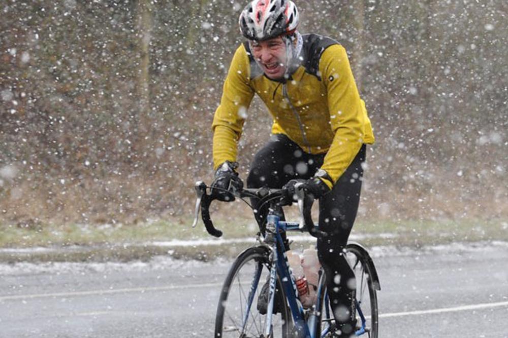 Ciclismo en la nieve y el hielo: cómo mantenerse seguro y divertirse