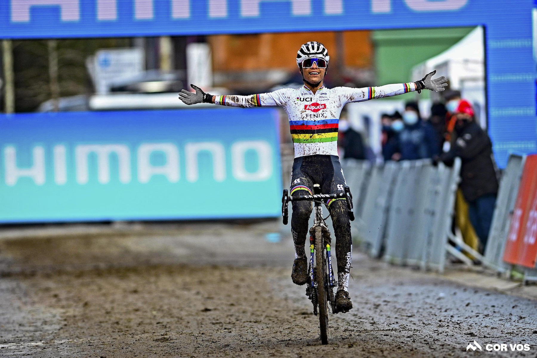 Alvarado and Van Aert take wins in final World Cup round in Overijse: Daily News Digest