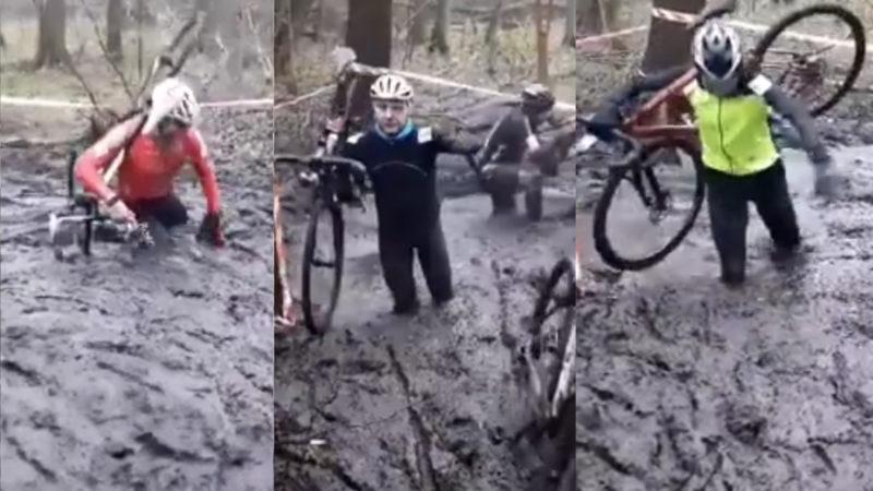I ciclisti di ciclocross combattono nel fango profondo mezzo metro ai campionati nazionali