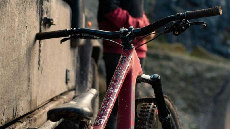 La collaborazione HKT x Vero Sandler porta una protezione del telaio dall'aspetto dolce alla tua corsa