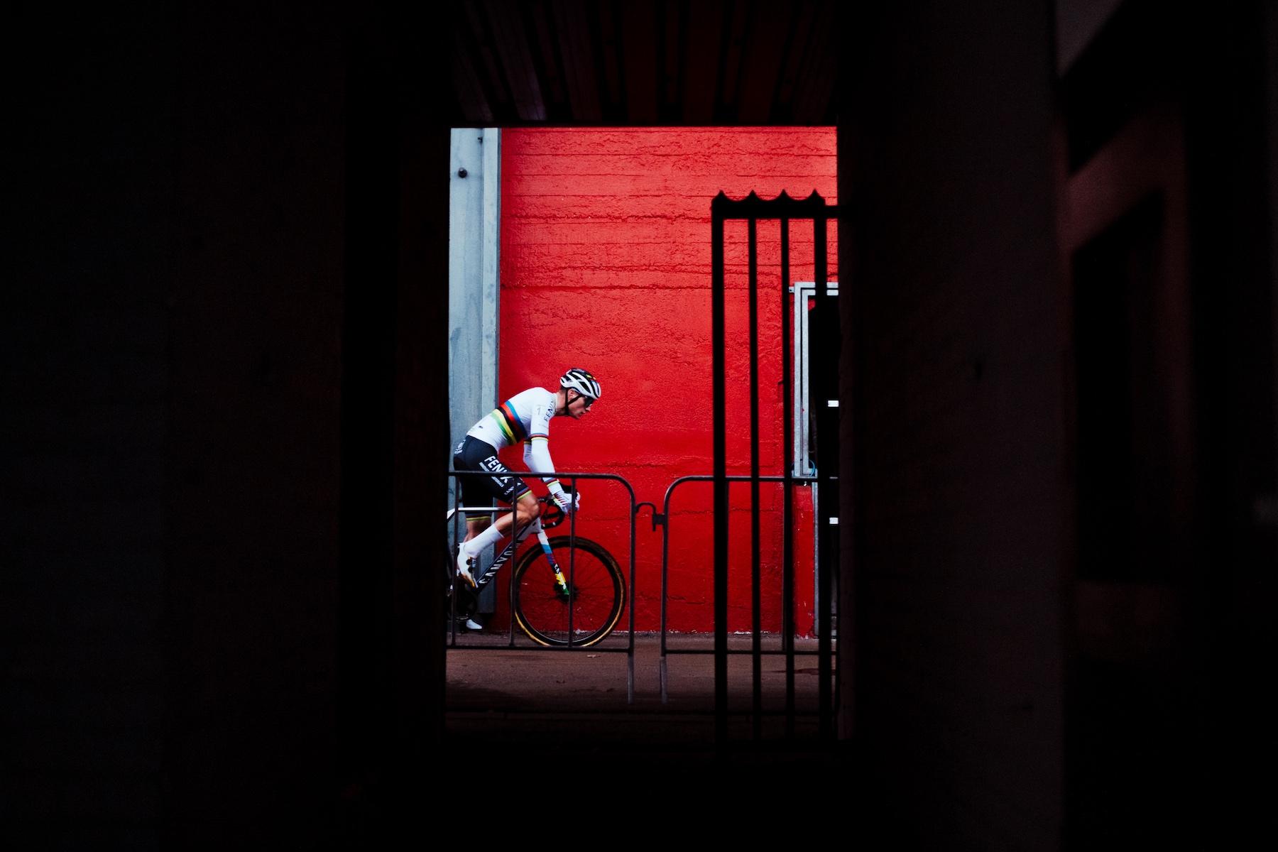 UCI dice che CX Worlds andrà avanti: Daily News Digest