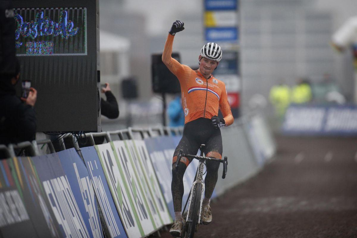 Cyclo-cross World Championships: Van der Poel beats Van Aert to elite men's title