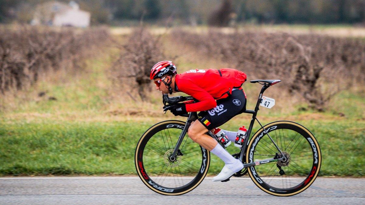 Lancez une bouteille ou faites le super tuck et l'UCI vous amarrera 30 secondes – VeloNews.com