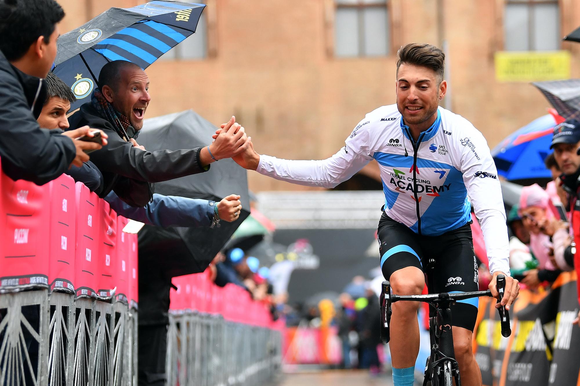 'Gammel mentalitet' i cykling bidrager stadig til uordnet spisning, siger Davide Cimolai