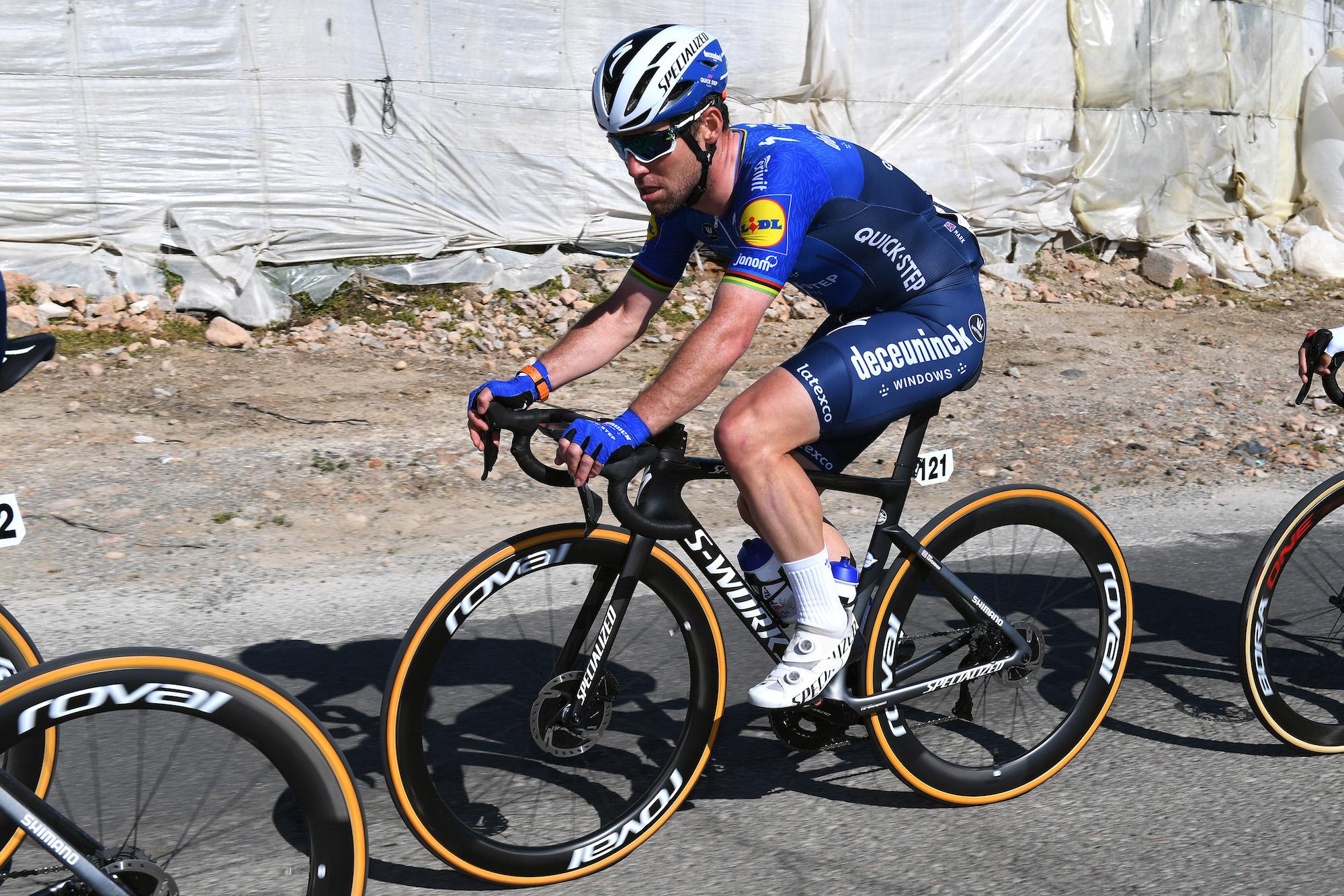 'Føles som en ren cykelracer igen' – Mark Cavendish er glad for at køre igen med Deceuninck – Quick-Step, på trods af mekanisk