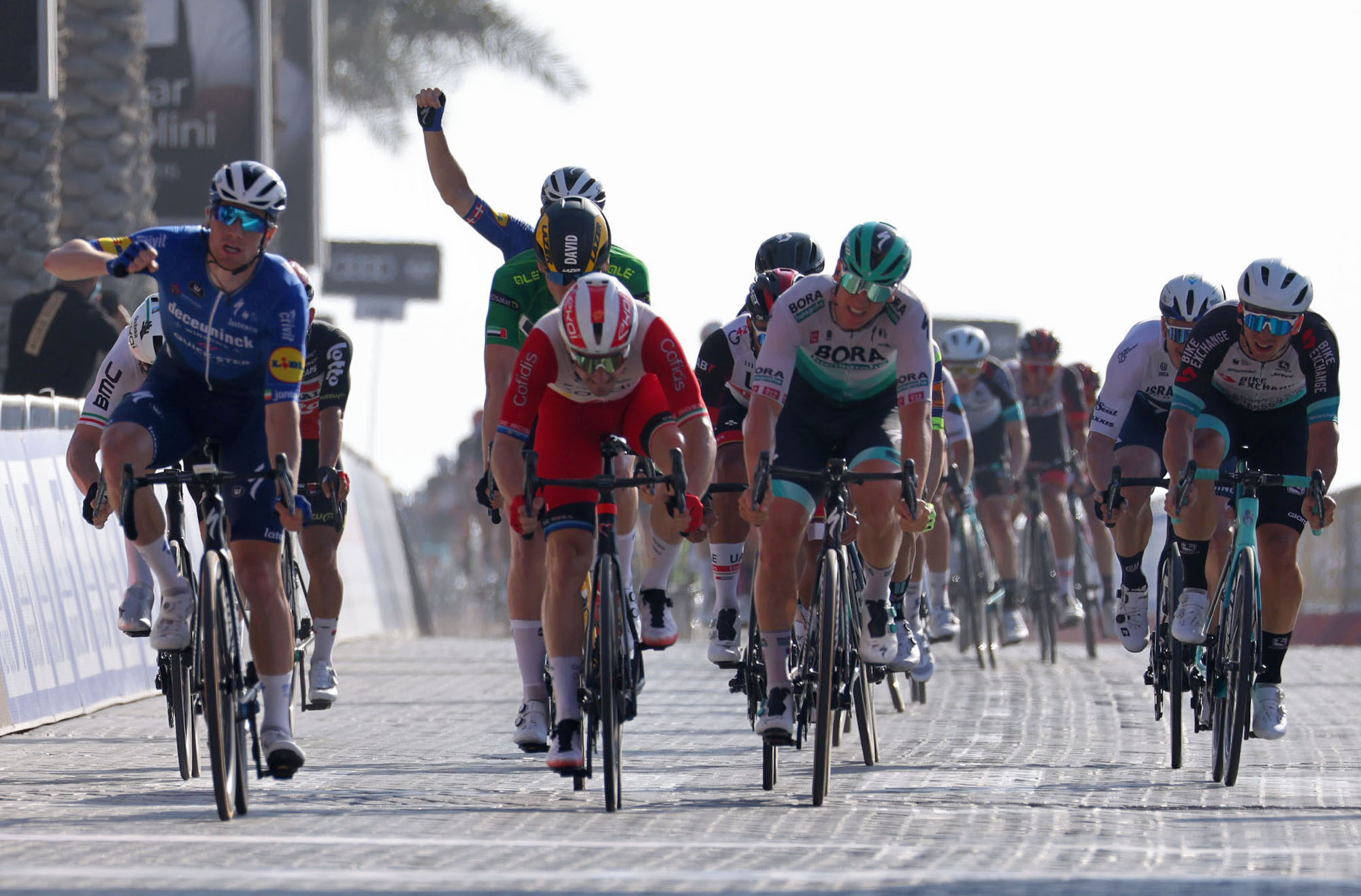 Sam Bennett takes his second win in messy sprint finish on stage six of the UAE Tour 2021