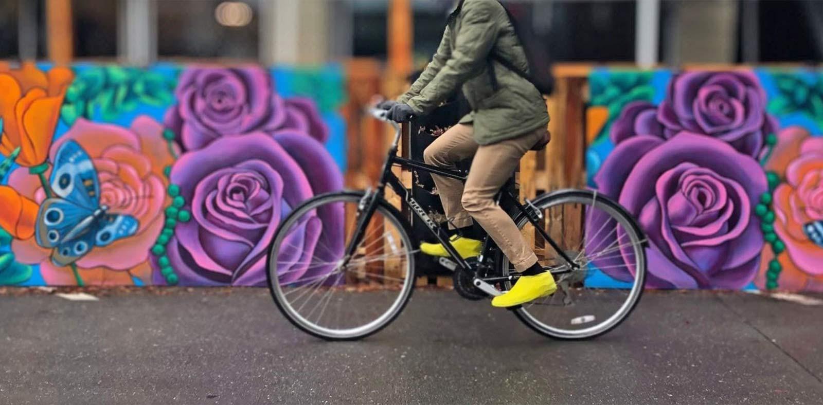 VeloToze Roam Latex-Überschuhe halten Straßen- und Flachpedalschuhe trocken und sind sogar begehbar!