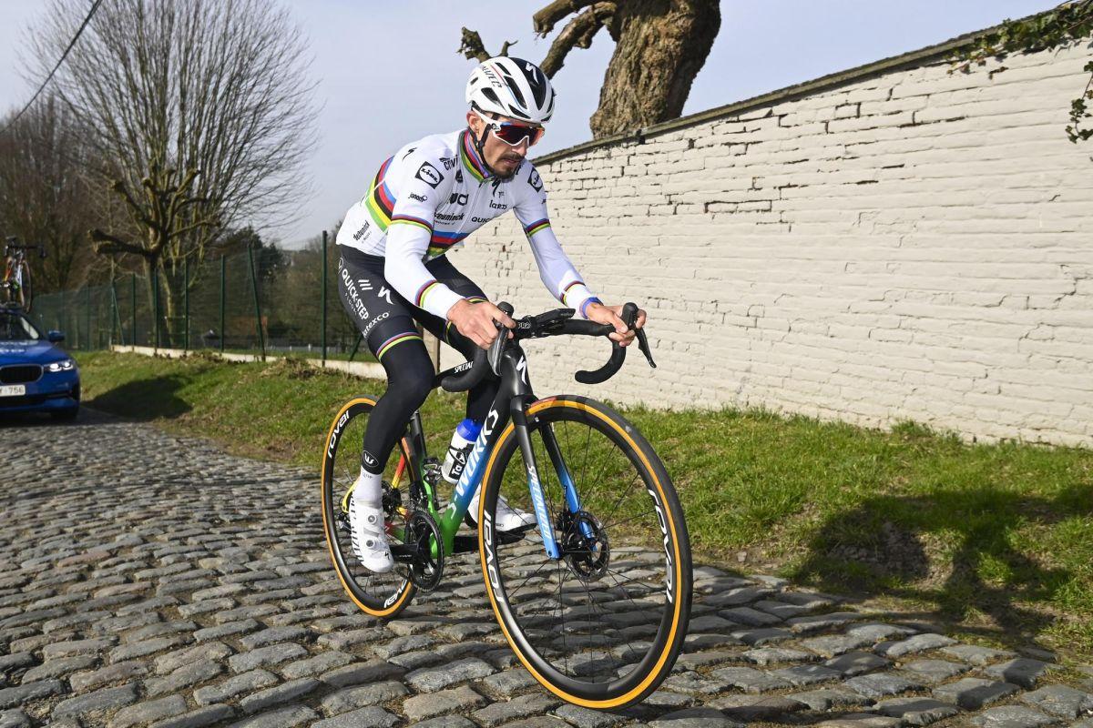 Julian Alaphilippe: I'm not the number one favourite for Omloop Het Nieuwsblad