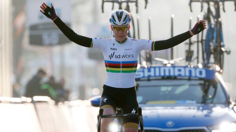 Anna van der Breggen wins Omloop Het Nieuwsblad Elite Women