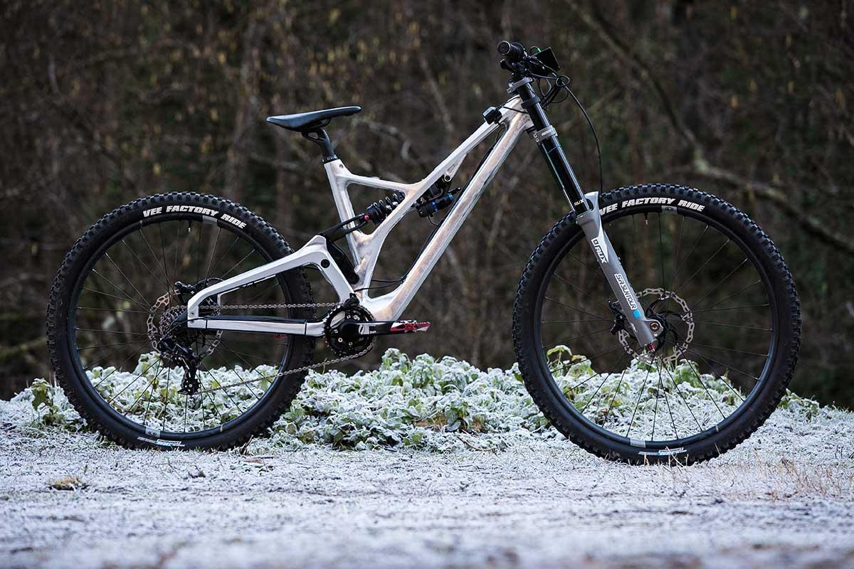 Produktion Privée Prototyp DH Fahrrad CNC-bearbeitet von Forestal für die Weltmeisterschaft