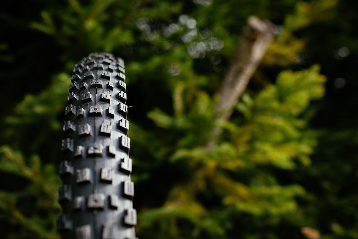 Vee Tire Co Attack HPL zijn op het enduro- en downhill-offensief met plakkerig TOP40-rubber