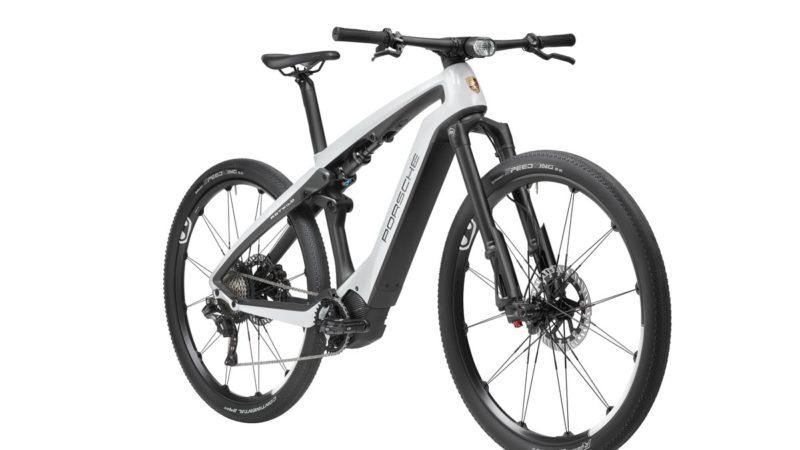 Le nouveau vélo électrique Porsche combine une intégration élégante du cockpit Magura MCi avec un cadre intégré Rotwild