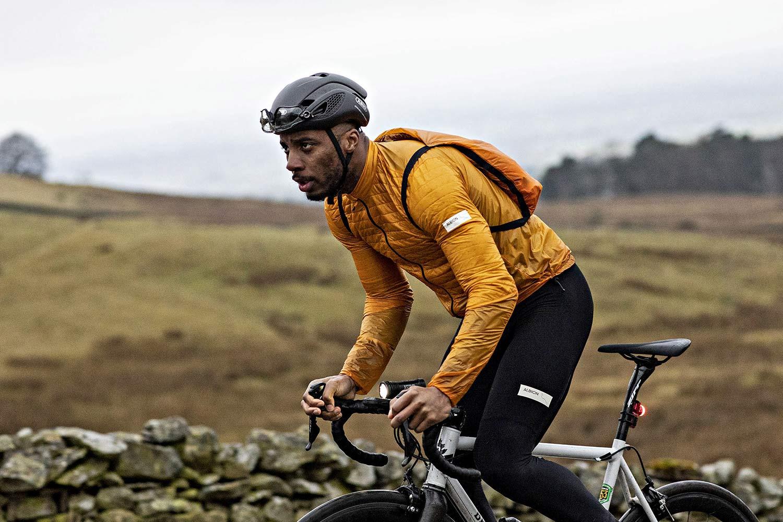 Die Albion Ultralight Insulated Jacket ab 99 g bietet Wärme in atmungsaktiven, recycelten Stoffen