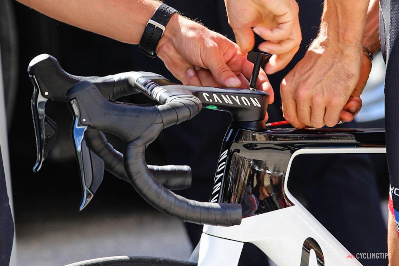 Canyon pide a los nuevos propietarios de Aeroad que dejen de andar en bicicleta después del manillar roto de MvdP