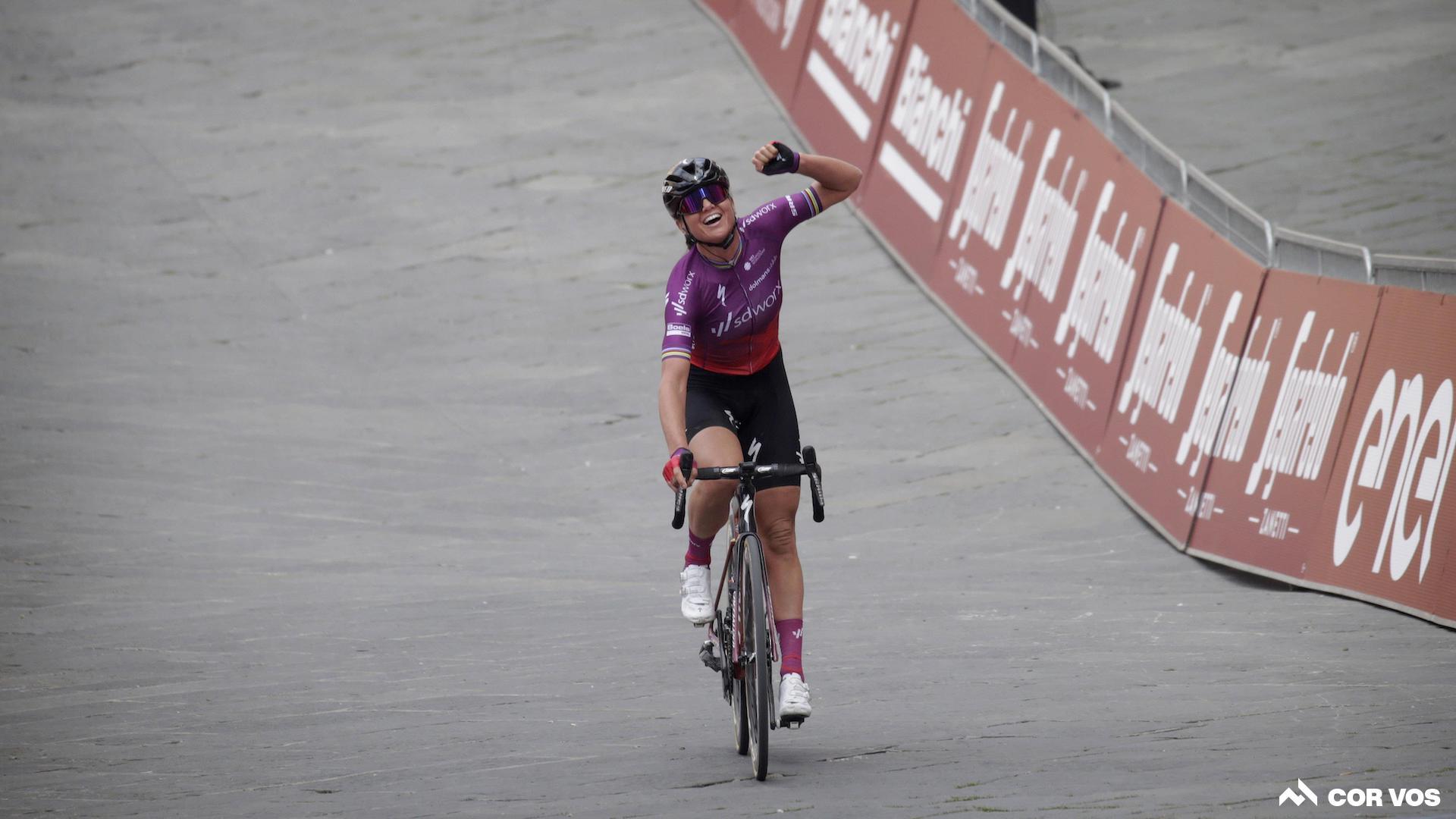 Chantal van den Broek-Blaak gewinnt Strade Bianche