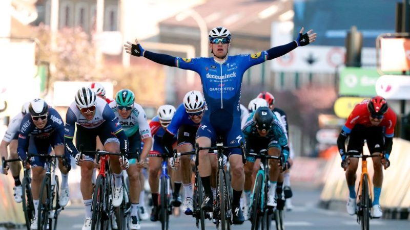 Paris-Nice: Sam Bennett takes stage 1 win