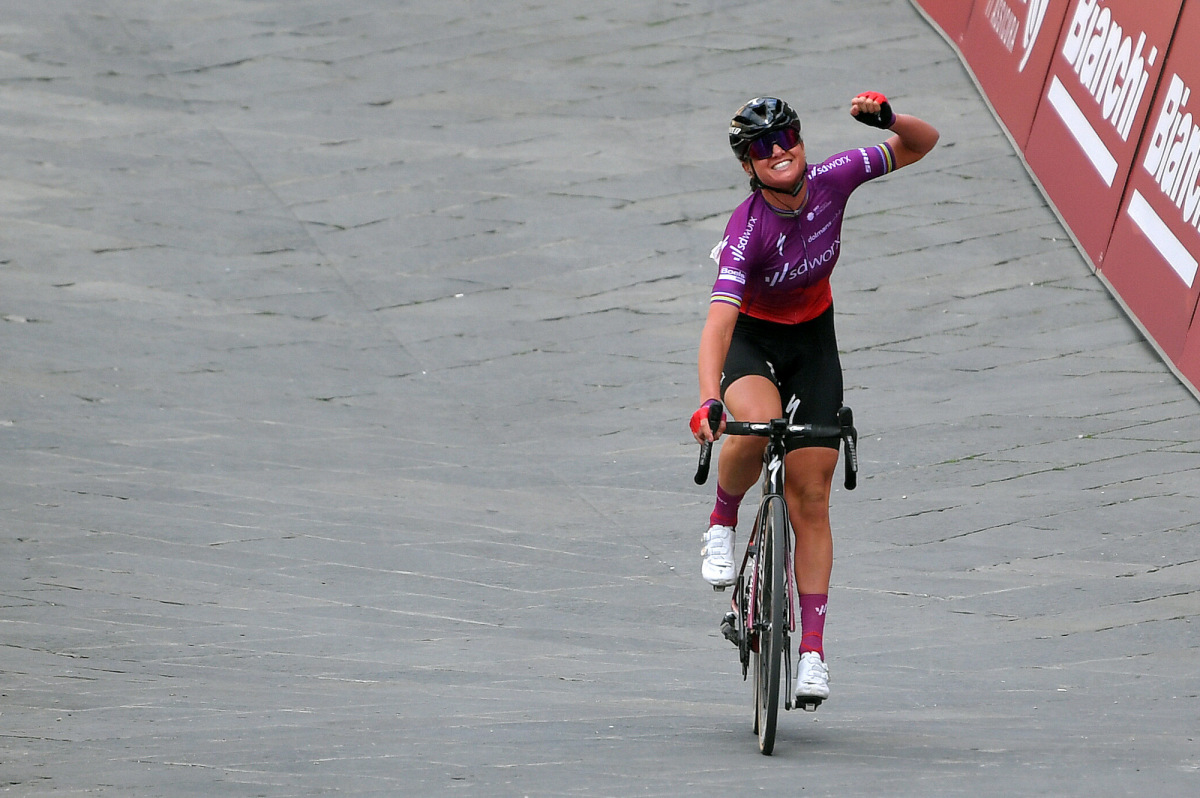 Chantal van den Broek-Blaak entrega la victoria para SD Worx – VeloNews.com