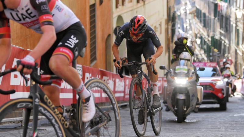 'Estaré allí pronto', dice Tom Pidcock después de impresionar una vez más con los cinco primeros en Strade Bianche