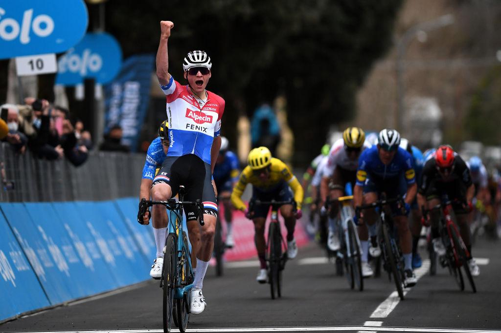 Mathieu van der Poel tops Wout van Aert in tight sprint – VeloNews.com