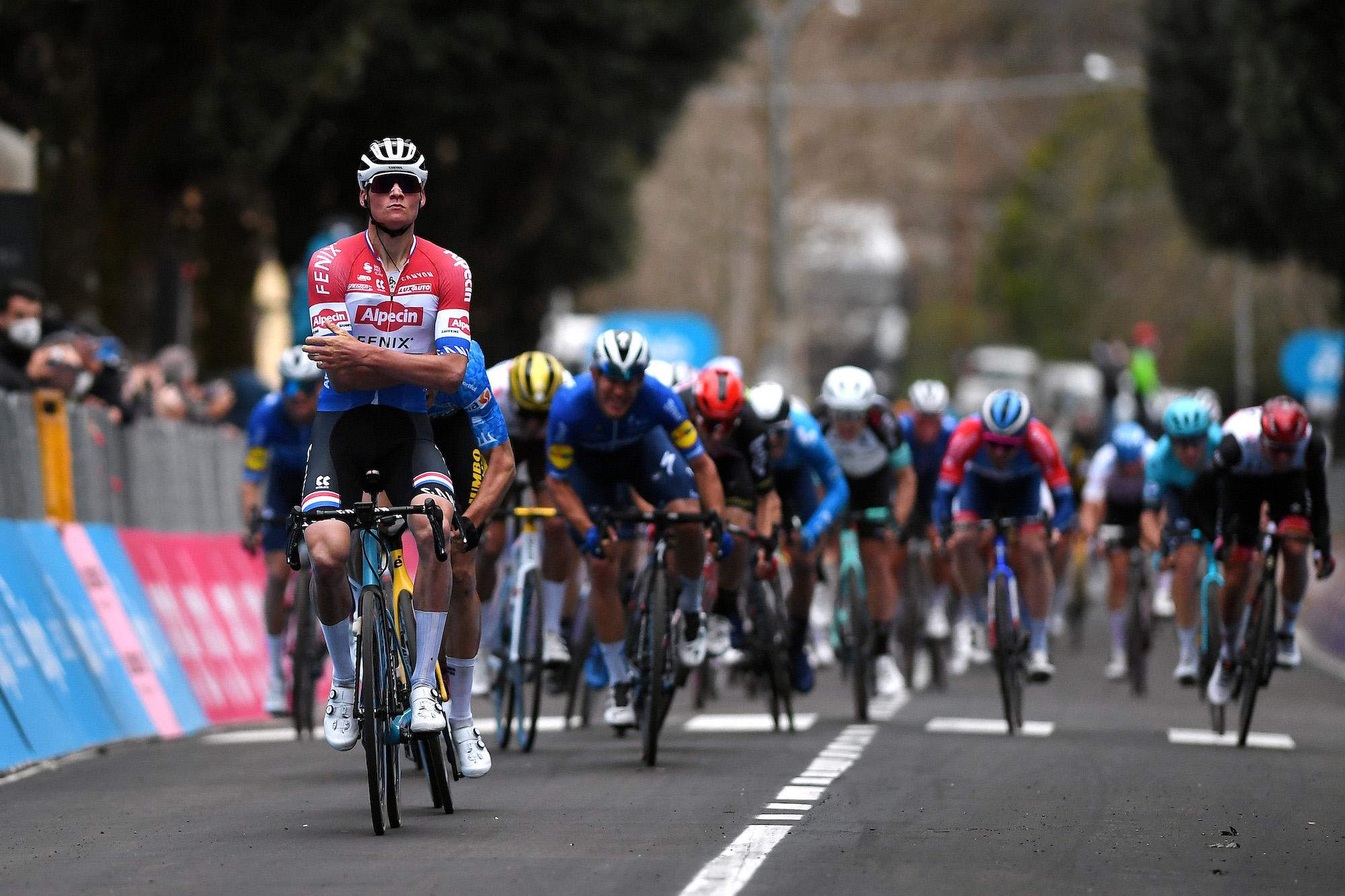 Mathieu van der Poel griber sejr fra Wout van Aert på tredje etape i Tirreno-Adriatico 2021