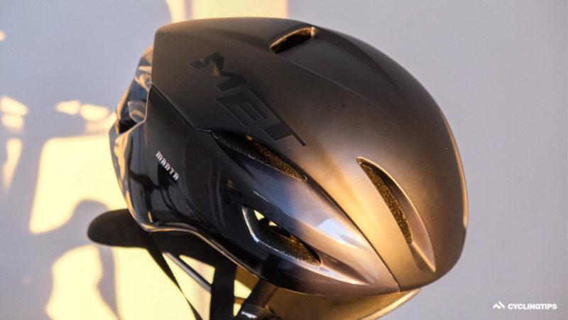 Review: Le nouveau casque aérodynamique Manta de Met ajoute MIPS et le sport automobile
