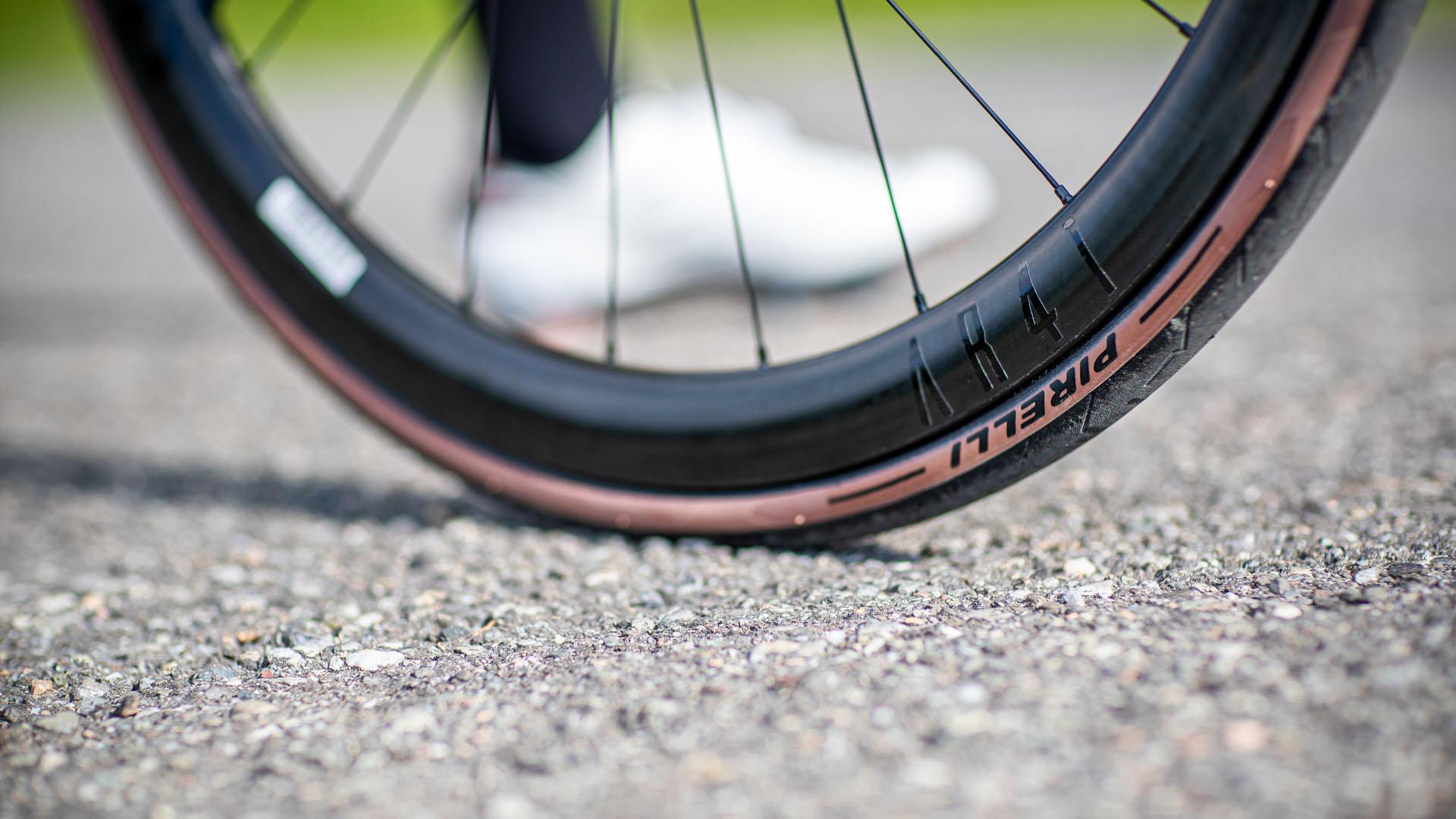 Les nouveaux pneus P Zero Road et Race de Pirelli – à la fois plus adhérents et plus rapides?