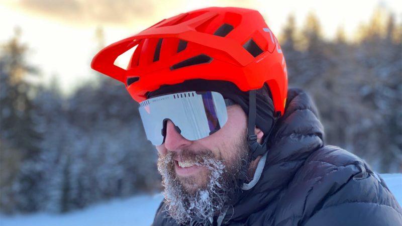 Il casco da mountain bike POC Kortal Race MIPS diventa high-tech, aggiunge enormi occhiali da sole Devour