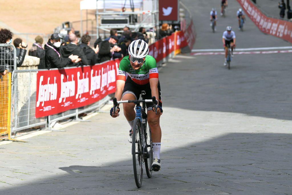 Heartbreak for Longo Borghini as Strade Bianche victory slips away in Siena