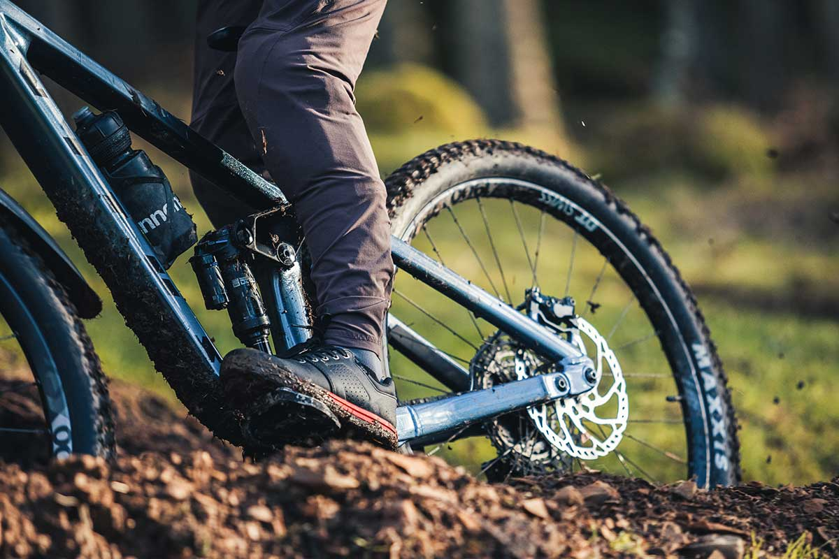 Review: New Specialized 2FO Roost DH MTB Shoes stick the landing