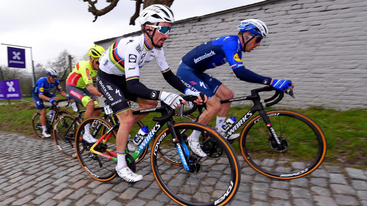 Patrick Lefevere ændrer ikke taktik over for stigende udfordring fra Wout van Aert, Mathieu van der Poel – VeloNews.com