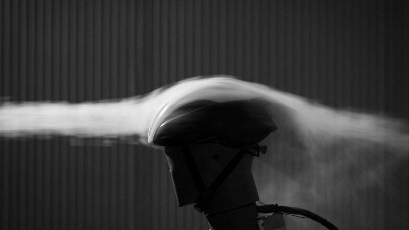 MET aggiorna il casco Manta MIPS Road con un design aerodinamico fumoso