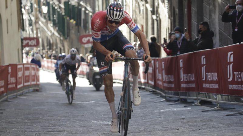 Mathieu van der Poel vince la Strade Bianche